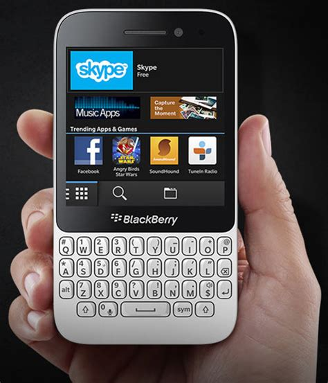 Handphone Blackberry Q5 Os 10 blackberry q5 what s what s not rediff getahead