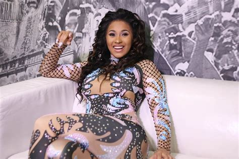 Jempsuit Cardi sends cardi b flowers after she surpasses