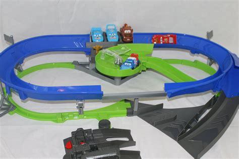 lighting mcqueen race track cars stunt racers decker speedway race track set