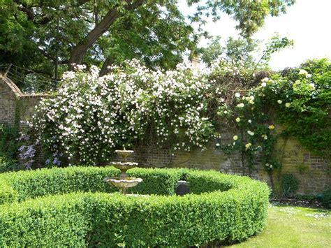 english garden information for desiging english gardens