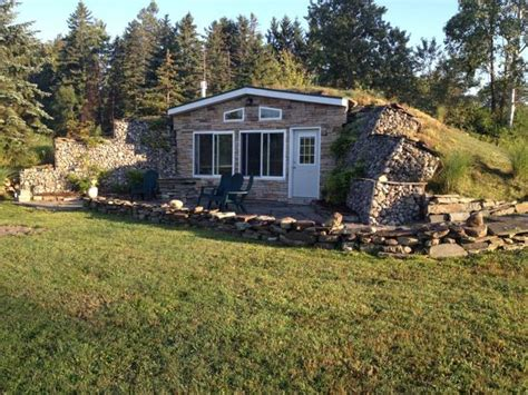 bermed earth sheltered homes how to build an underground off grid virtually indestructible home off the grid news tiny