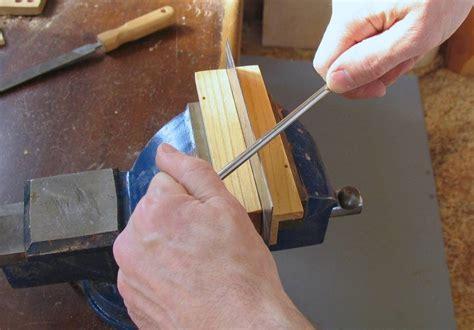 cabinet scraper burnishing tool and burnishing a cabinet scraper