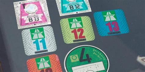 Aufkleber Auf Auto Entfernen by Aufkleber Und Vignetten Mit F 246 Hn Vom Auto Entfernen