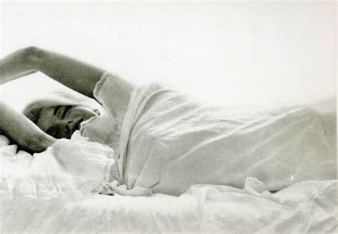 marilyn monroe bed marilyn monroe women in bed wallpapers hd desktop and