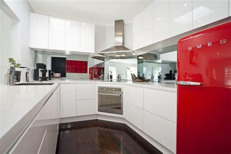 imagenes de neveras rojas cocinas modernas con nevera smeg buscar con google