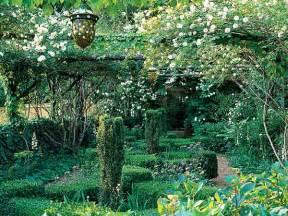 Backyards On A Budget Enchanted Garden Myhomeideas Com