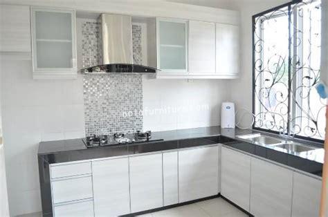 Kabinet Dinding Dapur memilih bahan untuk desain dapur minimalis sederhana