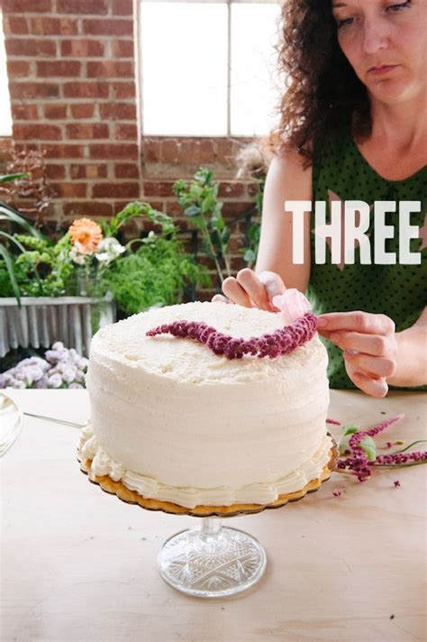Grocery Store Wedding Cakes by How To A Trio Of Grocery Store Wedding Cakes