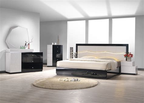 white lacquer bedroom set 2478 60 turin black and white lacquer 5 pc bedroom set bed nightstand dresser