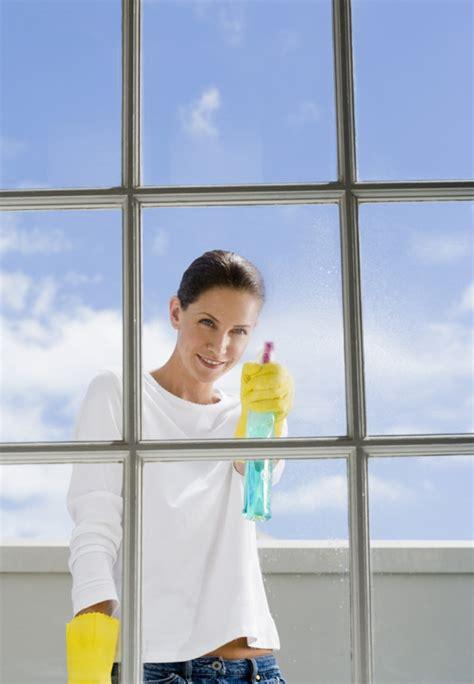fensterbrett putzen fenster putzen reinigen sie ihre fenster wie ein profi