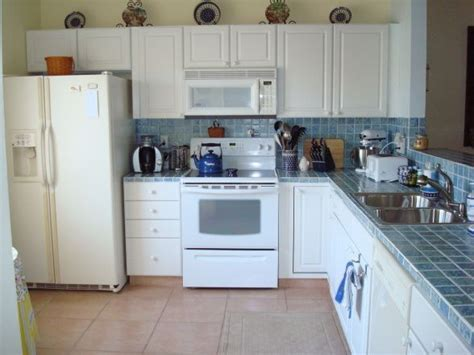 pictures of kitchens with white appliances 1000 ideas about white appliances on pinterest white