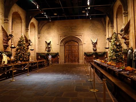 hogwarts great hall hogwarts great hall tables www imgkid com the image