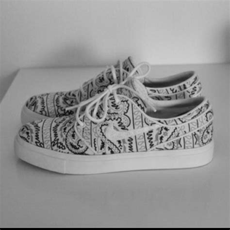 shoes that look like nike shoes looks like vans on the hunt