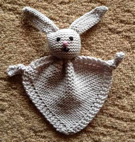 knitted bunny blanket pattern 141 best knitted baby gifts images on