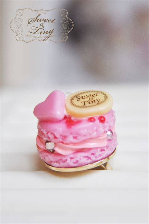 Sweet Macaroon Pink pink macaroon ring filled with pink topped