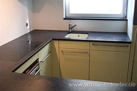 küchen mit dunklen schränken und leichten countertops dunkel k 252 che arbeitsplatte