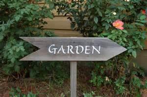 schild garten garden sign arrow sign wood sign flag recycled wood
