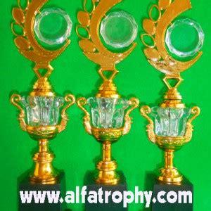 Boneka Wisuda Tulungagung jual trophy jual trophy murah jual piala murah design tc