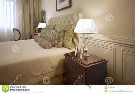 stocke bett eheliches bett innerhalb des hotelzimmers stock abbildung