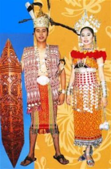 Baju Burung Orang Iban kebudayaan sarawak
