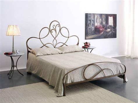 da letto con letto in ferro battuto letto in ferro battuto modello artesia letti a prezzi