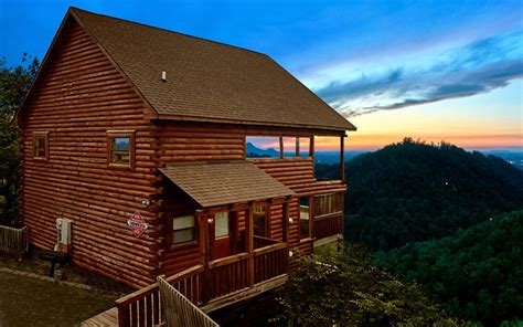 Cabin Of The Smokies by The 25 Best Ideas For Gatlinburg Tn Vacations