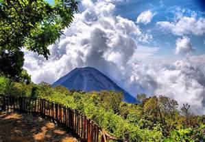 White Decorations Volcan De Izalco El Salvador Arturotreminio Flickr