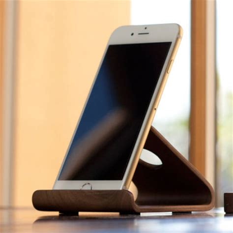 elago  universal wooden smartphone tablet desk stand