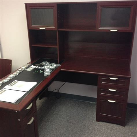 realspace magellan desk 101 095 hutch 101 075 office