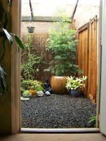 Small patio decorating ideas with japanese decor and