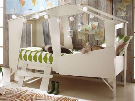 chambre enfant lit cabane chambre d enfant dans mon lit cabane plumetis magazine
