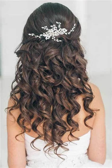 Curly Hairstyles For Homecoming by 25 Best Ideas About Curly Prom Hairstyles On