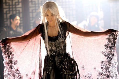 film china white hair amazon com the forbidden kingdom jet li jackie chan