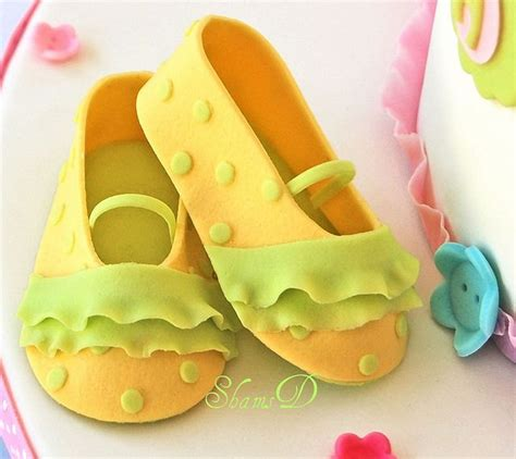 Fondant Shoe Template For Cupcakes best 25 fondant baby shoes ideas on fondant