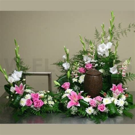 Flowers For Funeral Service by Memorial Service Urn And Photo Flowers W Flowers Ottawa