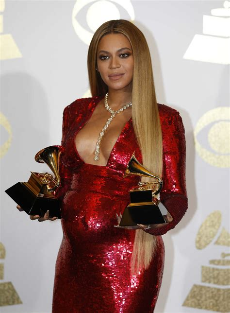 beyonce grammys beyonce at the 59th grammy awards in los angeles celeb donut
