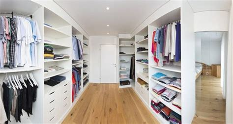 begehbarer kleiderschrank im raum begehbarer kleiderschrank mit schiebet 252 ren ankleide