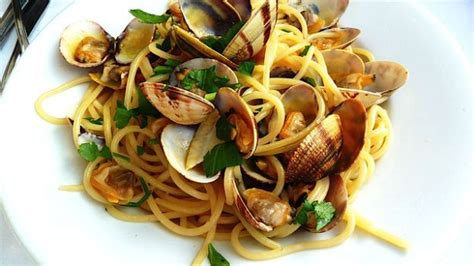 cucinare vongole fresche spaghetti alle vongole sapori condivisi