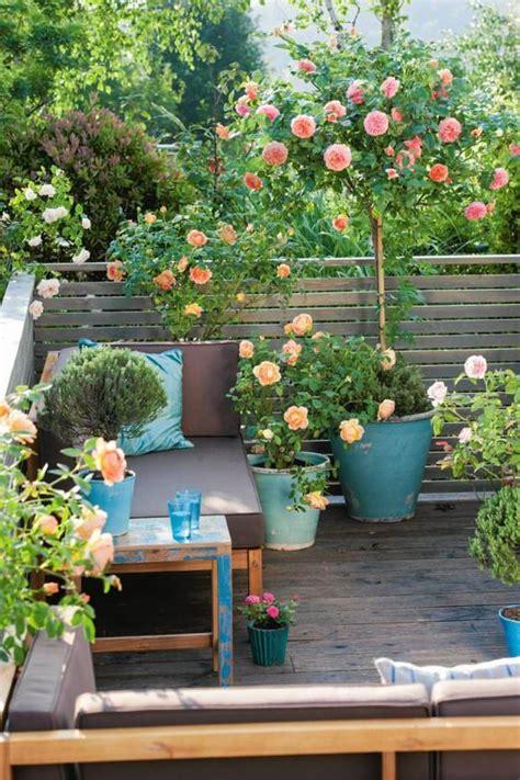 come decorare un balcone con fiori decorare il balcone consigli per creare mini giardini in