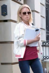 where is kelly ripa moving to in nyc 2014 kelly ripa leaving her apartment in nyc 02 gotceleb