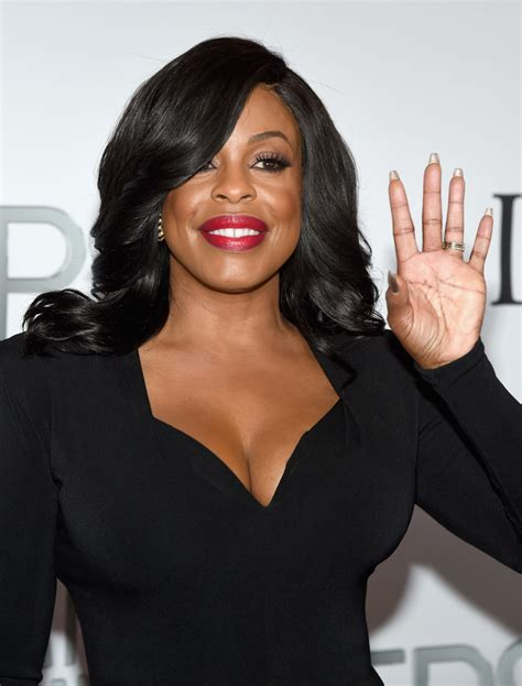 the beauty queen flip hairstyle blast from the past niecy nash feathered flip niecy nash looks stylebistro
