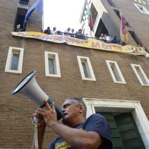 sede inps firenze casa i movimenti occupano l ex sede inps quot no all hotel