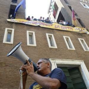 inps sede nord casa i movimenti occupano l ex sede inps quot no all hotel
