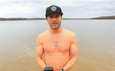 dierks bentley nashville dierks bentley finally dives in on lake jump for 2017