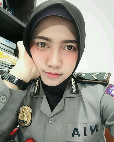 pin oleh andy ahdiyan  polwan tni cantik indonesia prajurit wanita pejuang wanita wanita
