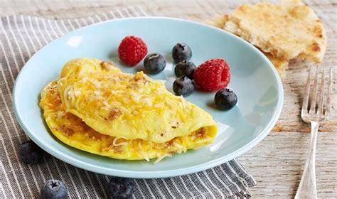 cara membuat omelet telur untuk diet cara membuat omelet telur keju untuk sarapan bikinnya