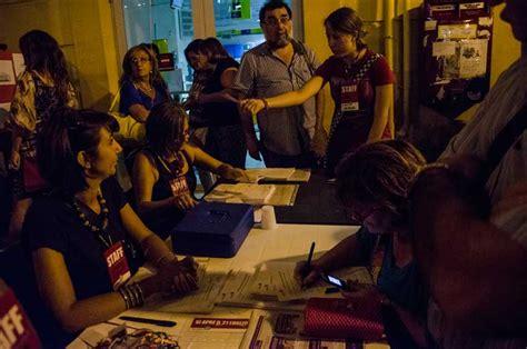 azionariato d italia iocisto una fiumana umana inaugura la prima libreria di