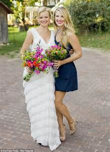 Photo Page Hgtv by Real Life Gal Pals Amy Smart And Ali Larter Both Separately Don White Spring Frocks Daily Mail