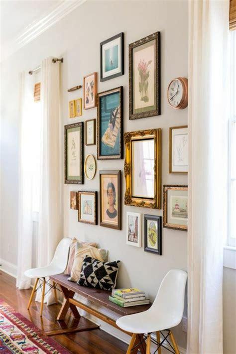 decorare una parete una parete di quadri per decorare casa in modo creativo