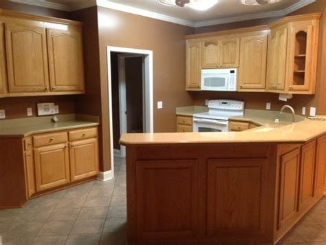 white kitchen cabinets what color walls what color do i paint kitchen walls and cabinets with